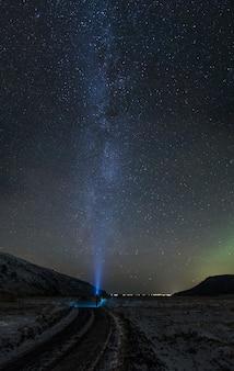 Fotografia di lasso di tempo della notte stellata