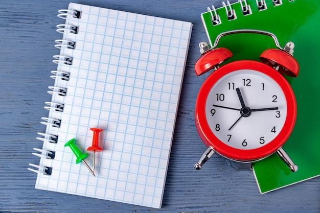 Крайний срок управления временем. учет времени графическая работа. сроки выполнения работ. догнать до определенного времени.