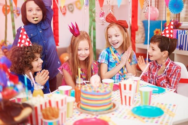 아홉 번째 생일을 축하하는 시간