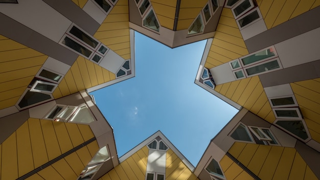 큐브 하우스 로테르담 사이 하늘에 구름의 timelapse