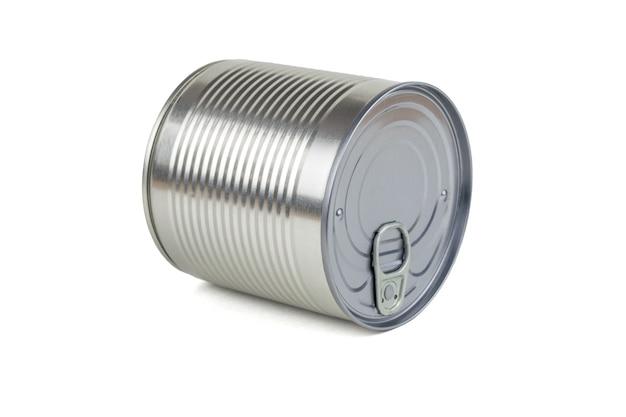 ブリキ缶は、白い背景で隔離の横に横たわっています。缶詰用のユニバーサルコンテナ。