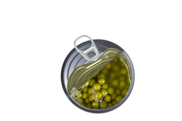 白い背景で隔離の開いたふたが付いている緑のエンドウ豆が付いている缶。缶詰用のユニバーサルコンテナ。