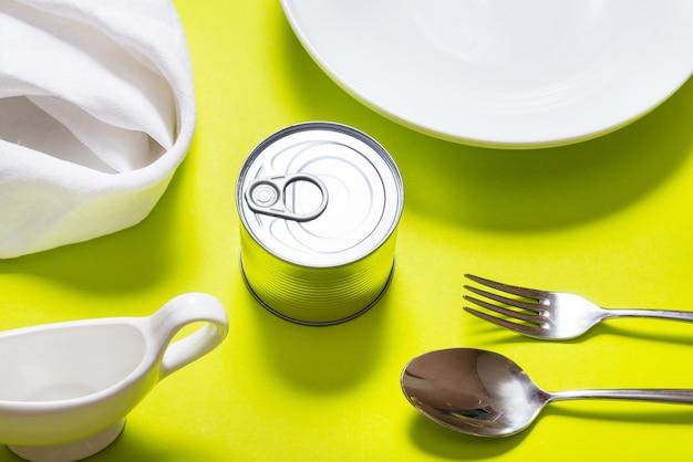ブリキ缶詰のキッチンテーブル、上面図