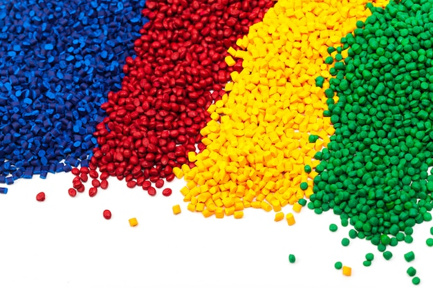 Tinted plastic granulate for injection moulding process