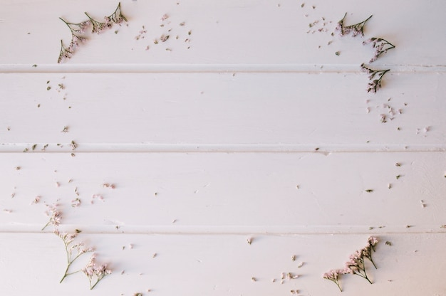 Tiny flowers forming a circle over a wooden table