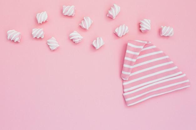 Маленькая девичьи шляпы и сладости