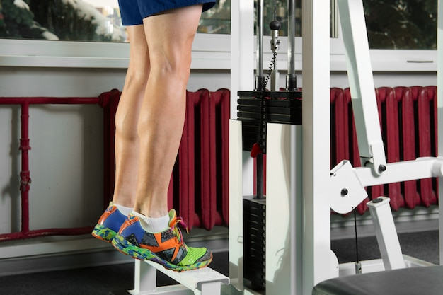 Tiptoe exercises with heavy weight