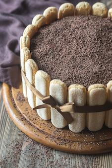 木の板にティラミスケーキ