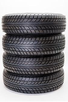 タイヤ指向性ゴムトレッド、自動車用ホイール