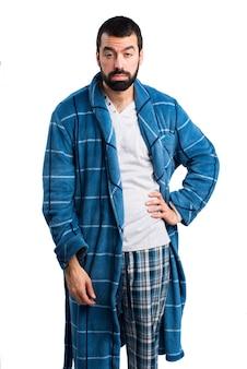 Утомленный человек в халате