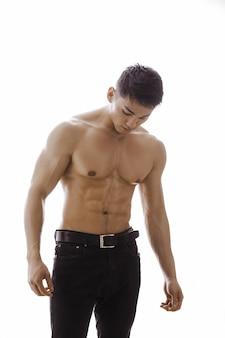 피곤 된 근육 아시아 남자 실내