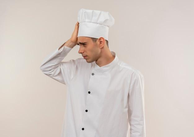 복사 공간 이마에 손을 넣어 요리사 유니폼을 입고 피곤 젊은 남성 요리사