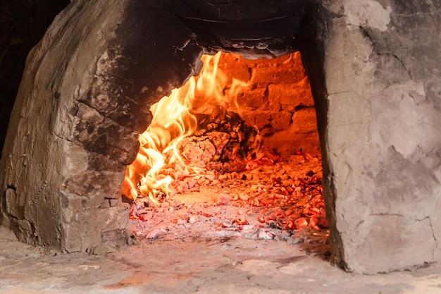 파라과이 수제 오븐(타타쿠아) 내부의 티로 디테일.