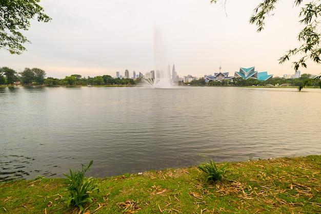 Горизонт куала-лумпур от парка titiwangsa, малайзии.