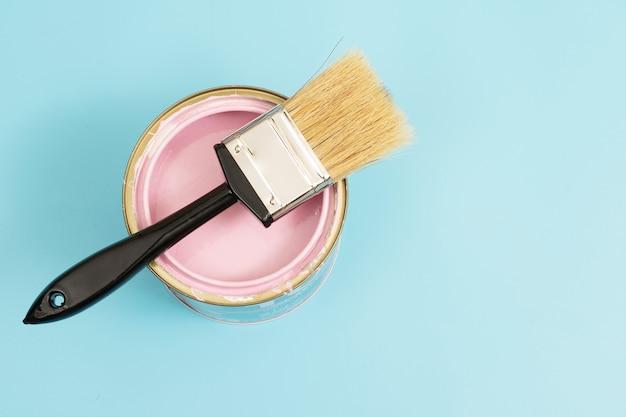 露出を補うために部屋を明るくするには暖かい明るい色調で壁をペイントすることを選択します