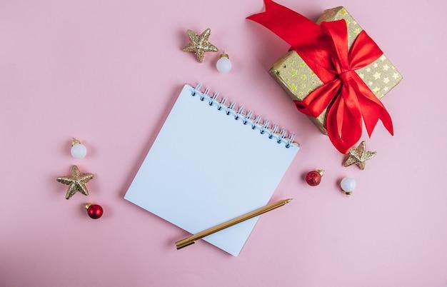 ピンクのお祭りの背景にスパイラルメモ帳でリストを行うには。フラットレイ、上面図。
