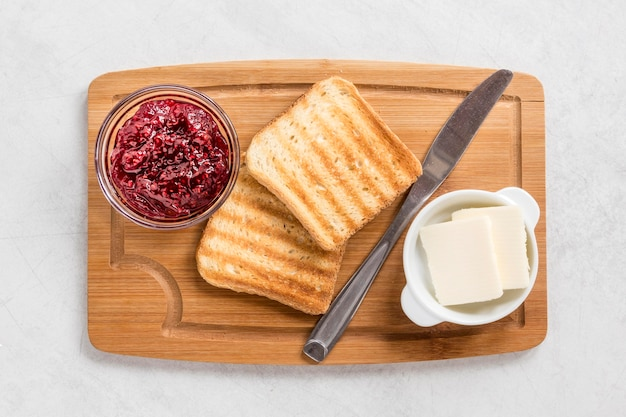 Toast with butter and marmalade