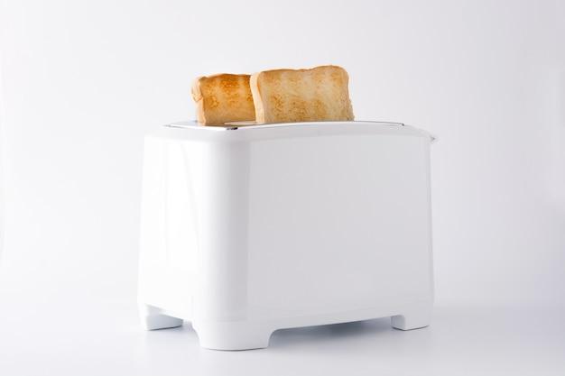 흰색 토스터에 구운 토스트 빵 흰색 배경에 고립