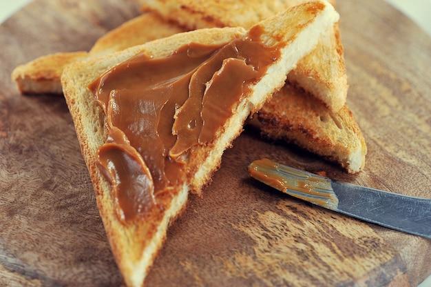 Condensedでたコンデンスミルクで焼いたトースト、ジャム