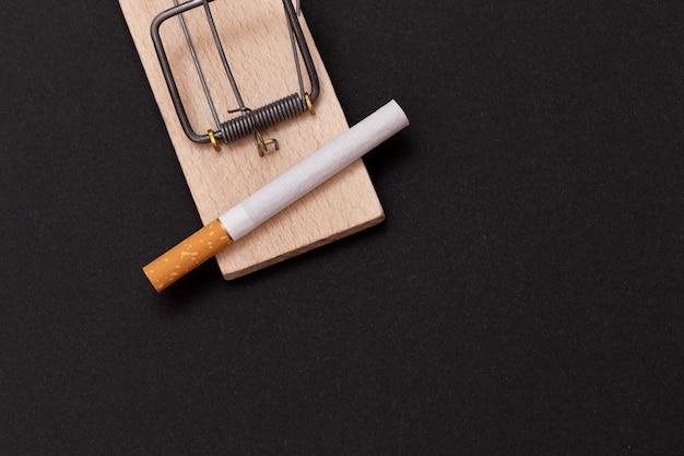 木製ネズミ捕りのタバコ中毒タバコ