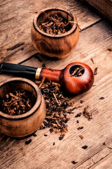 Tobacco pipes for smoking tobacco