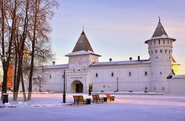 Тобольск сибирь россия01062021 тобольский кремль зимой башни гостевого двора