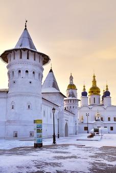 Тобольск сибирь россия01062021 тобольский кремль зимним утром башни гостевого двора