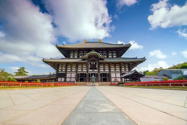 青い空と奈良の東大寺