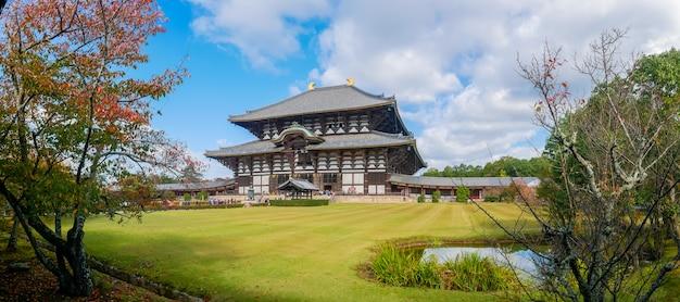 Храм todaiji - буддийский храмовый комплекс, расположенный в городе нара, япония