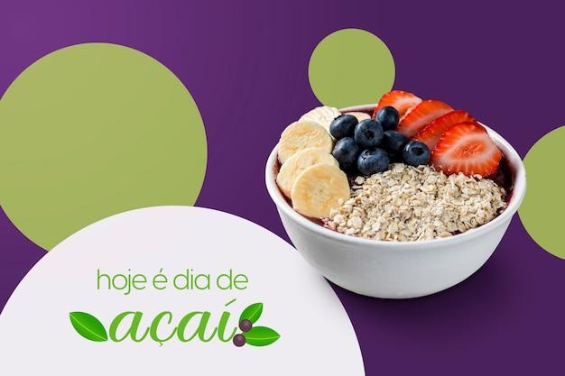 「今日はaã§ai日です」イチゴ、バナナ、ブルーベリー、オーツ麦が入ったブラジルの冷凍aã§aiベリーアイスクリームボウル。紫色の背景に分離。夏のバナー投稿。
