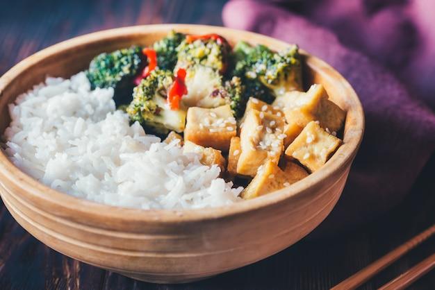 Tofu and broccoli stir-fry with white rice
