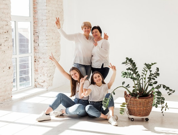 幸せな女性の団結グループ