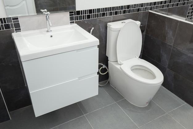 Туалет и ванная комната в современном стиле