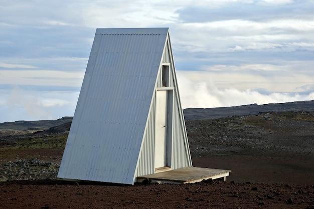 Туалет в высокогорье исландии Premium Фотографии