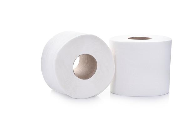 Туалетная бумага на белом