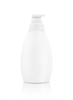 白い背景の上にモックアップ製品デザインのトイレタリー洗顔ボトル
