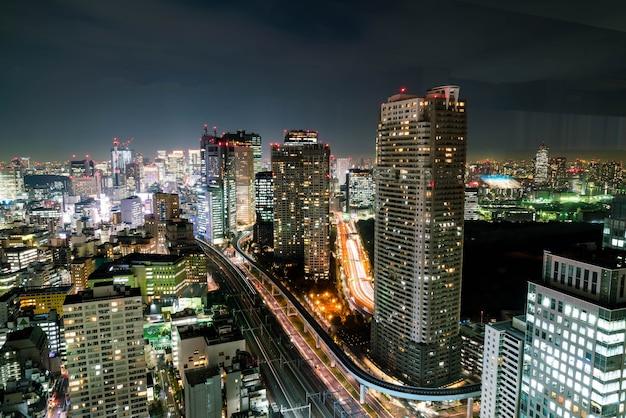 Токийский городской горизонт в сумерках