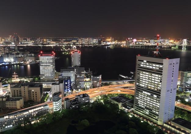 밤에 도쿄 도시 풍경
