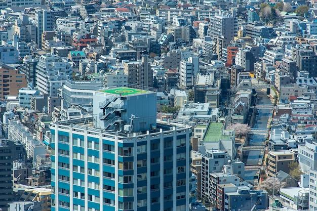 新宿の高層タワーからの東京の街並み
