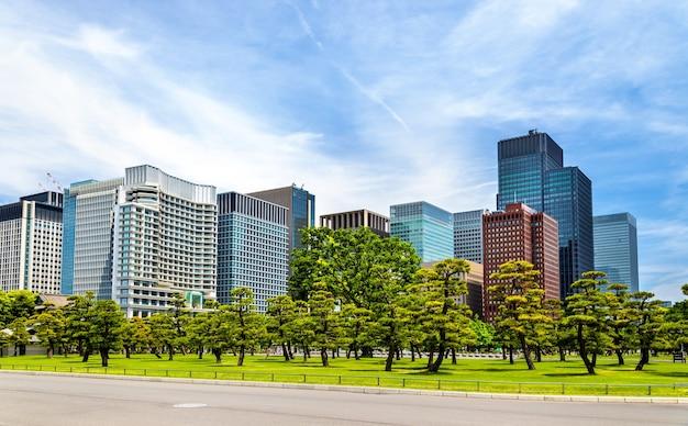 Tokyo downtown behind kokyogaien national gardens - japan