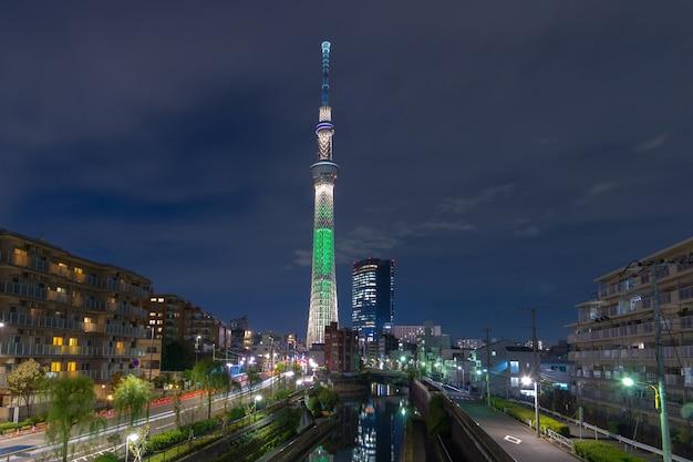 スカイツリーのある東京、日本の街並み。