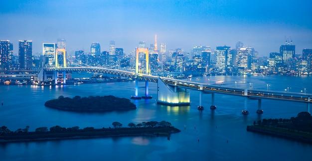 Токио / япония вечерний пейзаж