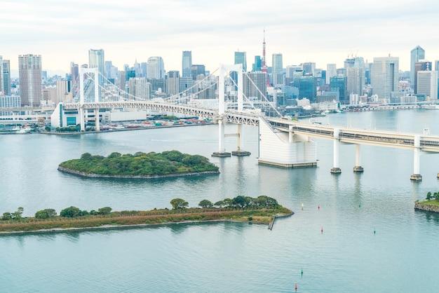東京タワーとレインボーブリッジの東京スカイライン。