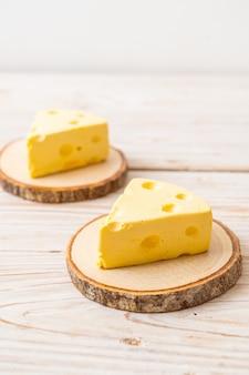 トムとジェリーのチーズケーキ、木製プレート