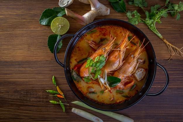 Tom yam kung - пряный ясный суп, типичный в таиланде