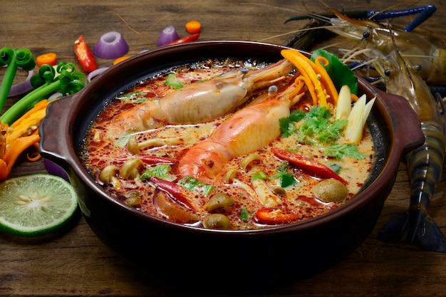 Tom yum goong thai sour spicy 코코넛 밀크 스프와 새우