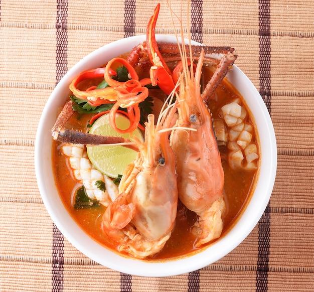Тайская еда tom yum goong