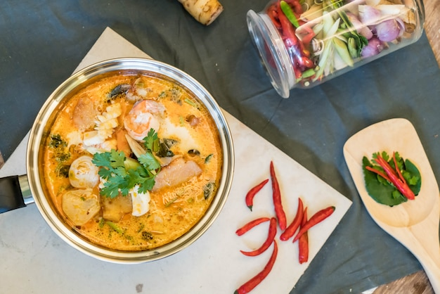 Кислый суп из морепродуктов или tom yum seafood