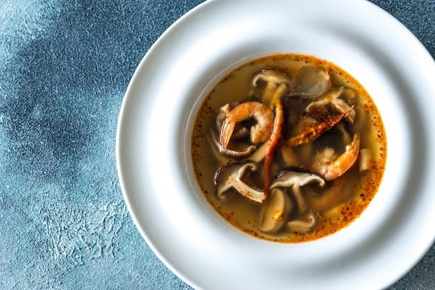 Порция тайского супа tom yum
