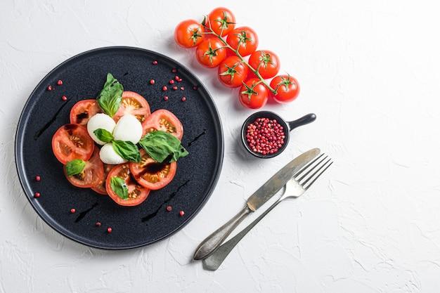 토마토, 바질, 모짜렐라 카프레제 샐러드 ib 볼, 발사믹 식초 및 올리브 오일